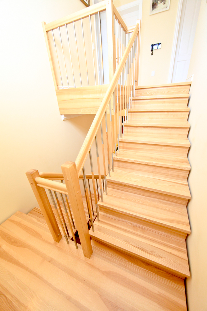 aufgesattelte treppen treppenzentrum schmid. Black Bedroom Furniture Sets. Home Design Ideas
