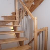 Aufgesatellte Treppe in Buche parkett