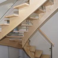 Aufgesattelte Treppe von Unten mit Glasharfe