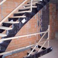 Aufgesattelte Bautreppe