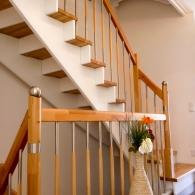 Aufgesattelte Treppe mit Sonderpfosten und Sondersprossen