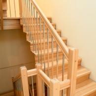 Aufgesattelte Treppe in Esche mit Sondersprossen