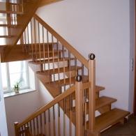 Aufgesattelte Podesttreppe mit Sondersprossen
