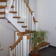 Aufgesattelte Treppe mit quadratischen Sprossen