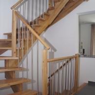 Aufgesattelte Treppe in Kernbuche parkett