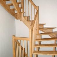 Aufgesattelte Treppe in Buche parkett