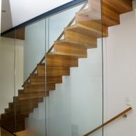 Faltwerktreppe mit Glaswand
