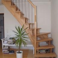 aufgesattelte Treppe 1/4 gew. in Buche parkett