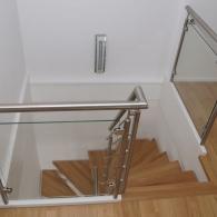 Austritt Kleintreppe mit Edelstahlgalerie und Glasfüllung
