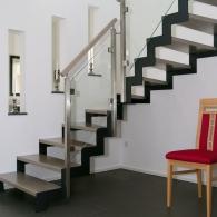 Stahltreppe mit gelaserter Zickzack-Wange