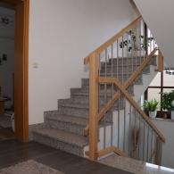 Treppengeländer an Steintreppe (enges Auge)