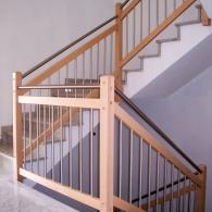Treppengeländer mit zusätzlichem Handlauf