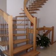 aufgesattelte Wangenfreie Treppe mit Krümmling
