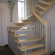 aufgesattelte Wangenfreie Treppe in Buche gebleicht